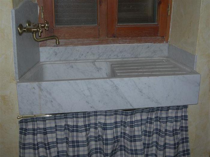 Lo scalpellino bagni piani in marmo castano legnano busto - Arredo bagno legnano ...